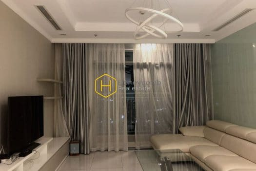 VH1699 8 result 1 Located in Vinhomes Central Park , this apartment has all the advantage of the area